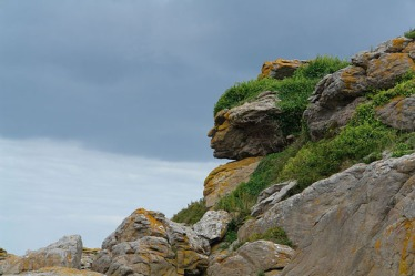 800px-Apache_head_in_rocks,_Ebihens,_France-615